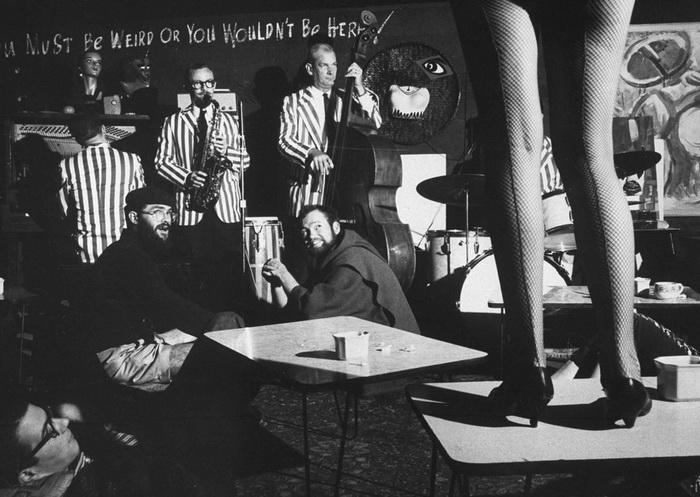 Певица на сцене ночного клуба битников, 1960 год