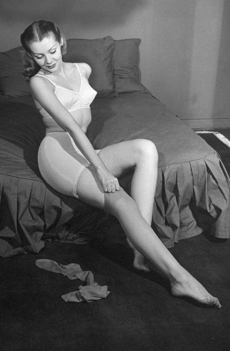Капроновые чулки, 1945 год
