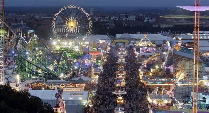 Октоберфест-2012 - это не только пивные палатки, но и огромный парк развлечений