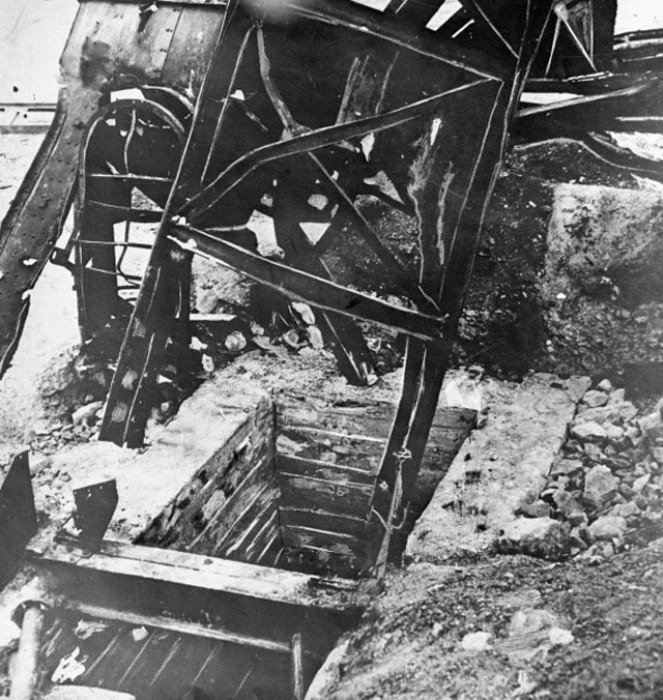 Ствол шахты, где были казнены гитлеровцами члены подпольной организации «Молодая гвардия»