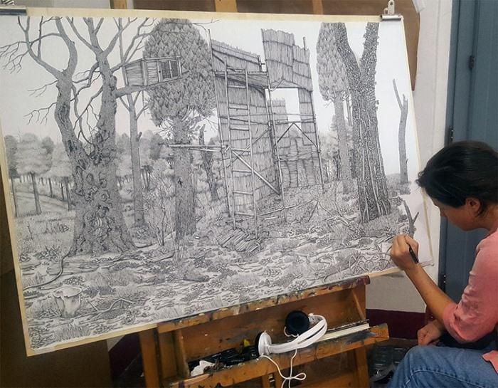 Оливия Кемп в процессе работы.