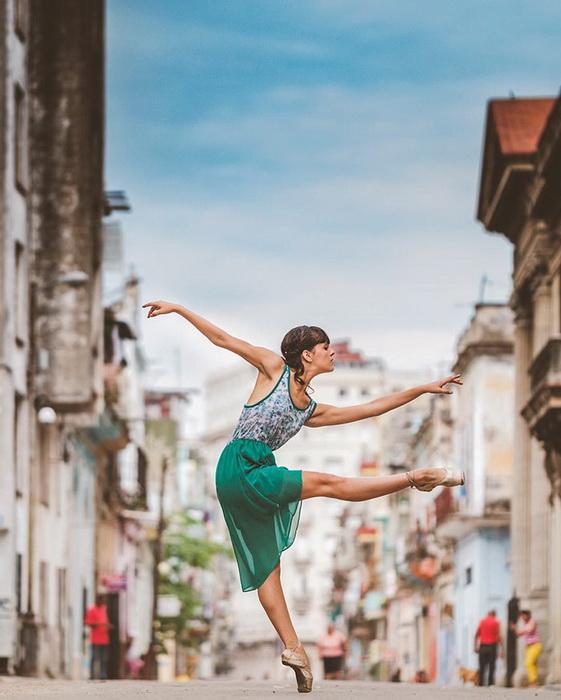 Балерины на улицах Кубы