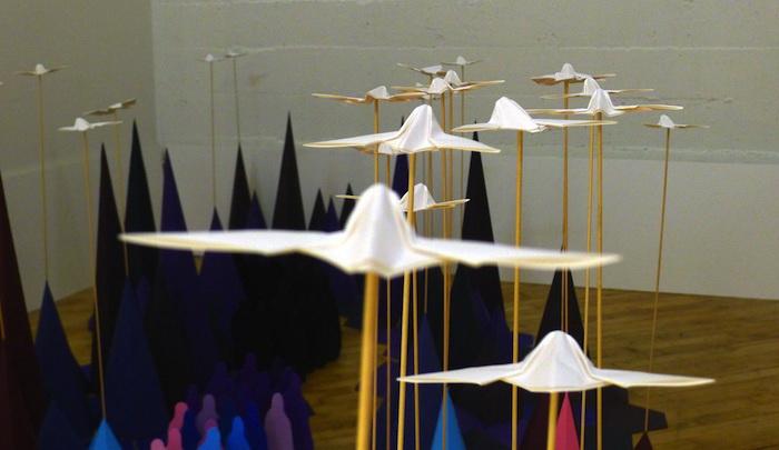 Радужная инсталляция из оригами от Мадемуазель Морис и Сары Апплбаум