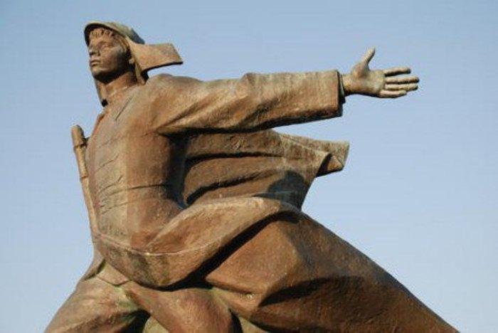 Памятник Орленку. Фото: RuTraveller
