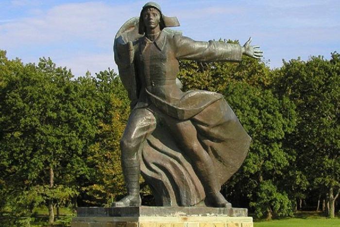 Памятник «Орленок». Фото: RuTraveller