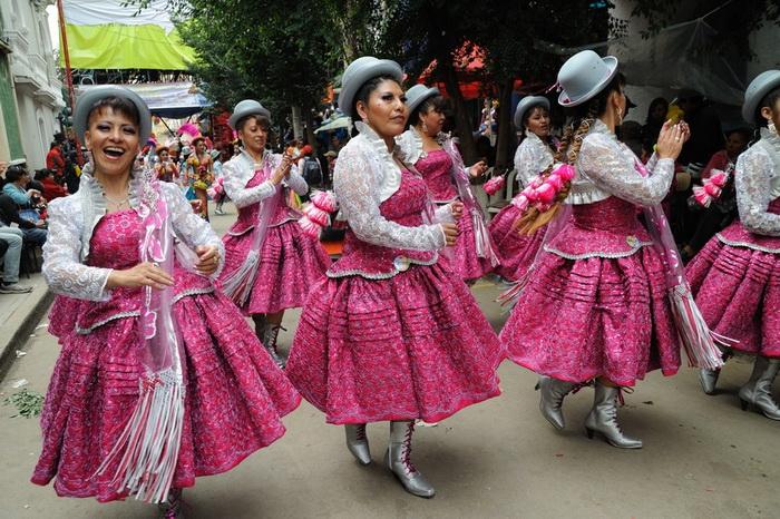 Танцевальные коллективы на карнавале Оруро