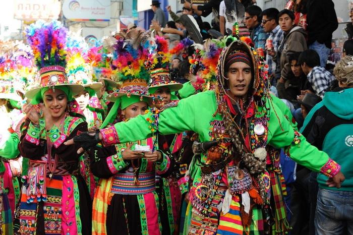 Яркий и красочный карнавал Оруро