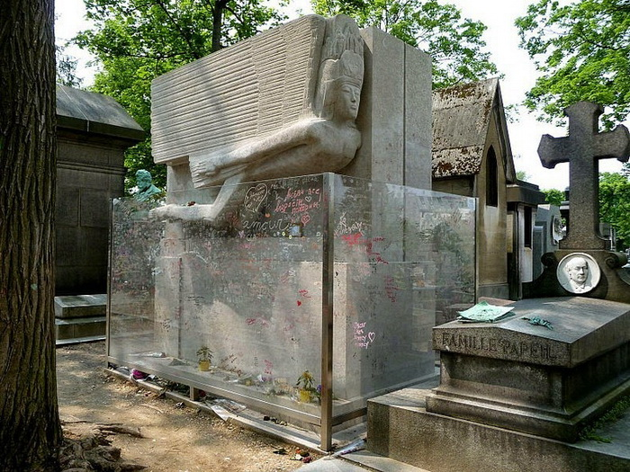 Захоронение на кладбище Пер-Лашез (Париж)