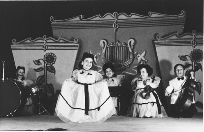 Семья Овиц успешно гастролировала по Румынии, Венгрии, Чехословакии в 1930-40-е гг.