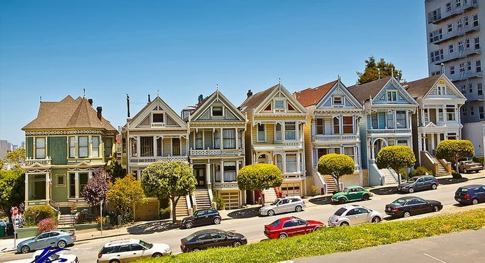 Интерес к возрождению разноцветных домов возник в 1970-е гг.