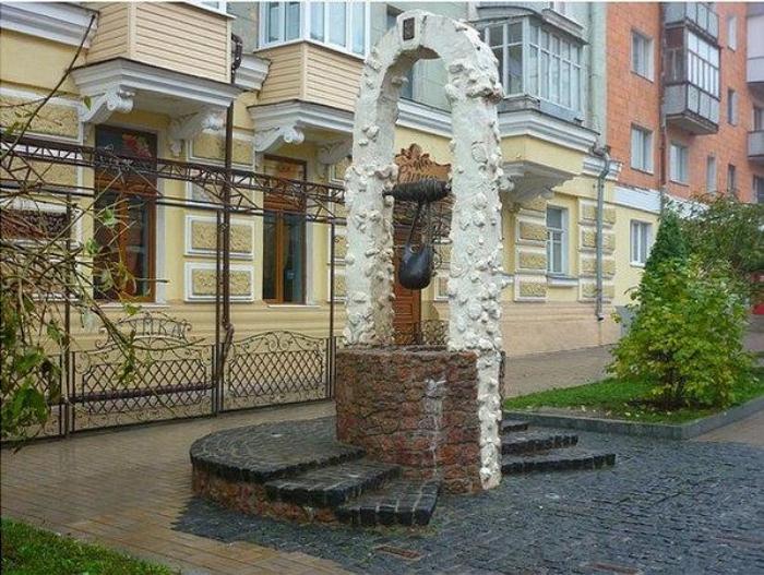 Памятник сумке в Сумах.