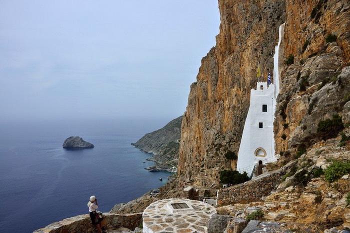 Монастырь построен на высоте 300 м над уровнем моря