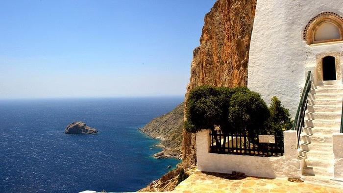 Cкальный православный монастырь Панагии Хозовиотиссы (остров Аморгос, Греция)