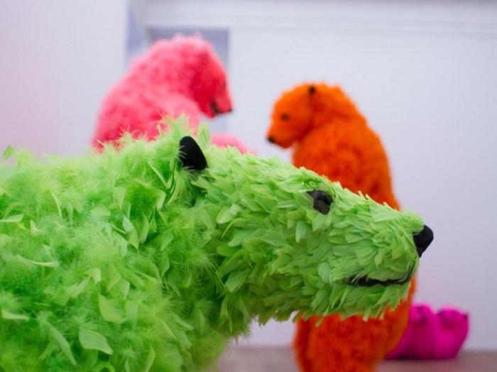 Разноцветные медведи в инсталляции Паолы Пиви