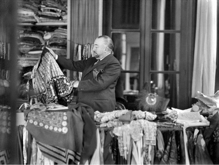 Поль Пуаре в своей мастерской.