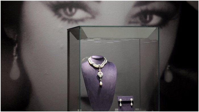 Ожерелье с жемчужиной Перегрина на аукционе *Кристи*.