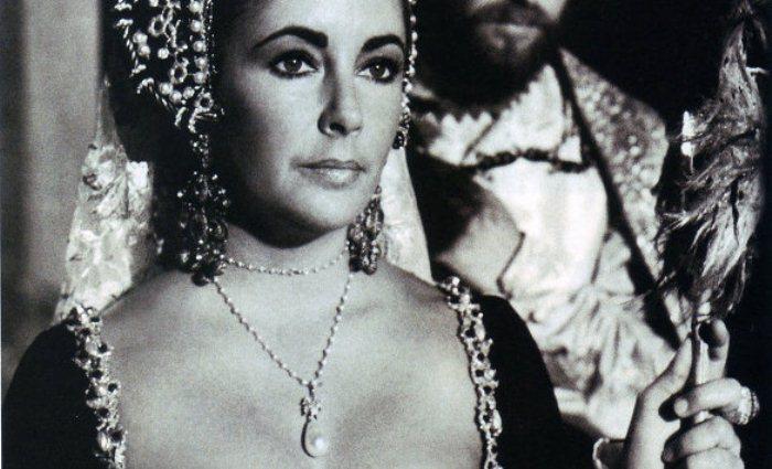 Портрет Элизабет Тейлор с украшением с жемчужиной Перегрина.