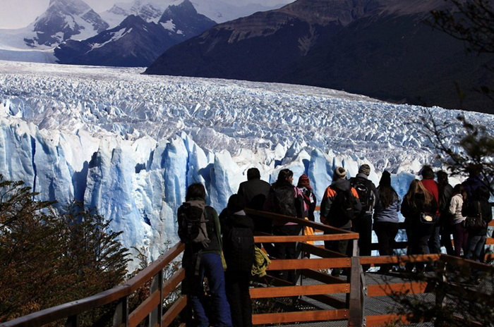 В 2012 г. 2500 туристов стали свидетелями разлома ледника Перито-Морено
