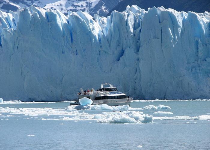 Ледник Перито-Морено в Патагонии - один из популярных туристических объектов
