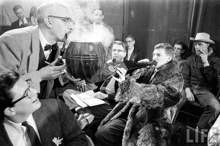 Редкие фотографии любителей курить трубку