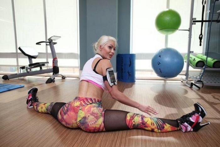Пикси Фокс на тренировке в спортзале.