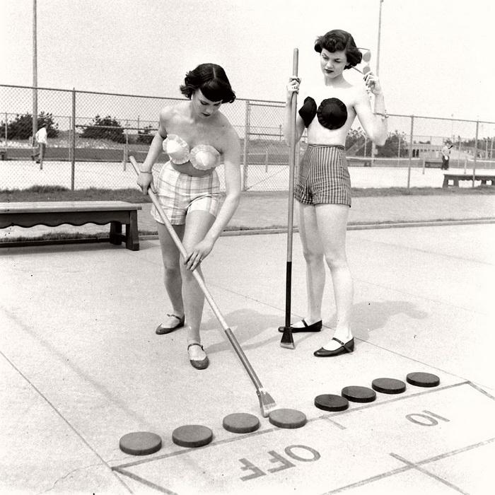 Модели в клейких бюстгальтерах, Джонс-Бич, Нью-Йорк