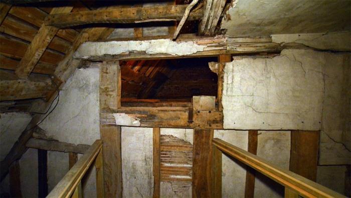 Тайник, замаскированный под камин, Харвингтон-холл, Вустершир.