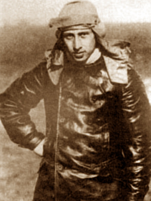 Александр Прокофьев-Северский не отказался от полетов даже после ампутации ног.