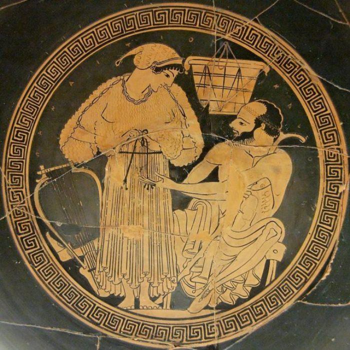 Музыкант на банкете одевается для клиента. Тондо работы Ефрония. Около 490 г. до н. э. Британский музей.