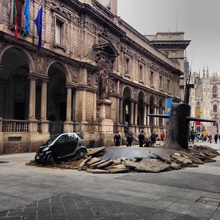 Подлодка всплыла на одной из улиц Милана