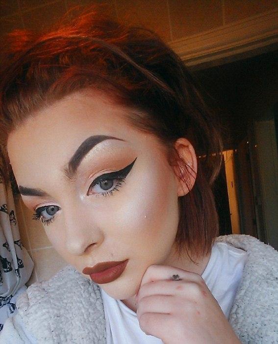 Девушка с идеальным макияжем