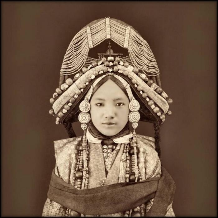 Тибетская принцесса. Притеснение и китаизация Тибета привели к масштабному восстанию против коммунистической власти в 1959 году. Тибет, 1879 г.
