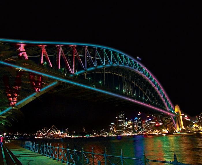 Световая инсталляция на мосту Харбор (Сидней, Австралия)