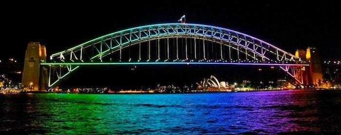 Для инсталляция на мосту Харбор понадобилось 100800 светодиодов