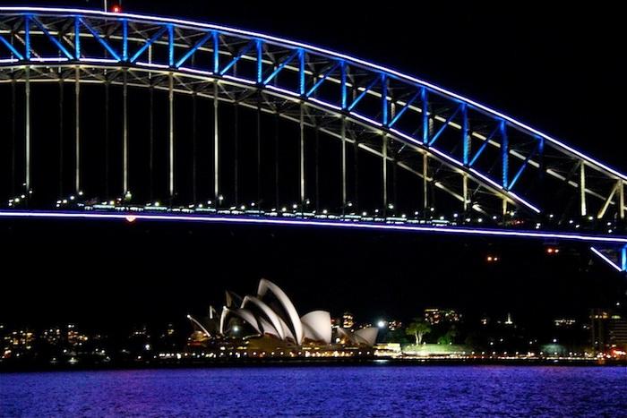 Световая инсталляция на мосту Харбор - изюминка фестиваля Vivid Sydney