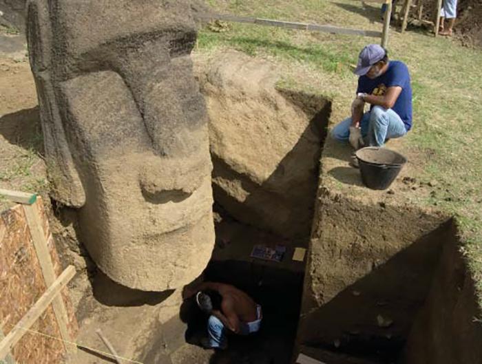 Археологические раскопки на острове Пасхи.