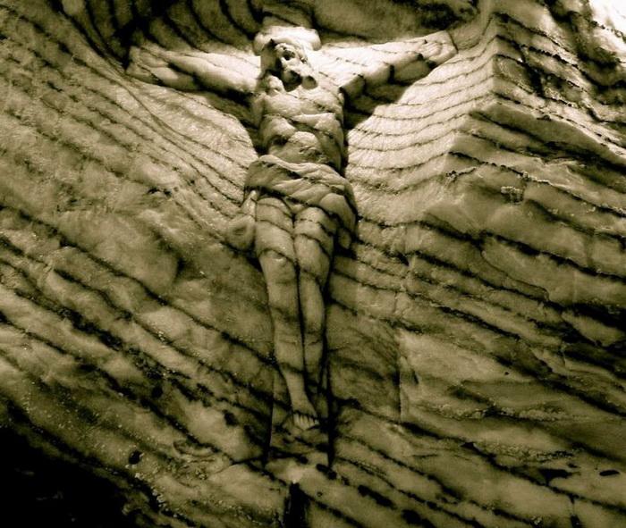 Церковь в одной из галерей пещеры