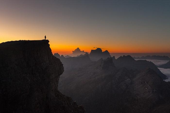 Силуэты мужчин на фоне потрясающих горных пейзажей: фотоцикл от Роберто Бертеро (Roberto Bertero)