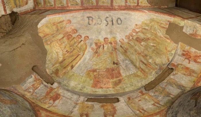 На одной из фресок - имя Антонио Босио, археолога-первооткрывателя катакомб.