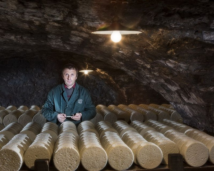Сыр рокфор изготавливается по старинной технологии