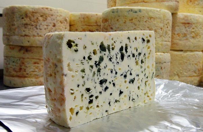 Сыр с благородной плесенью