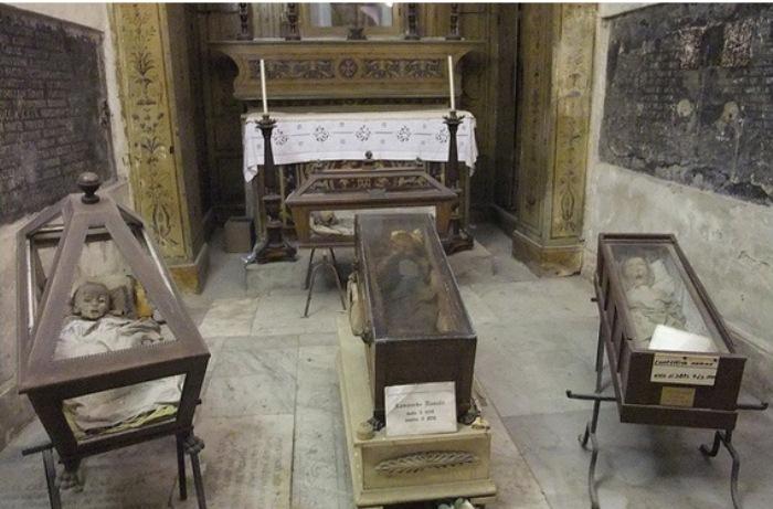 Мумия Розалии Ломбардо в погребальных катакомбах