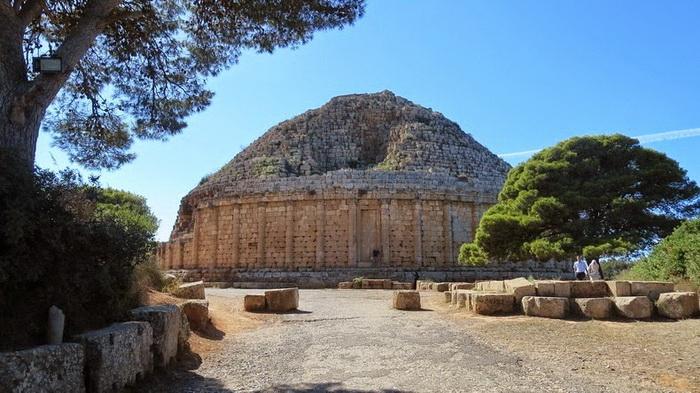 Мавзолей построен в 3 в. до н.э.