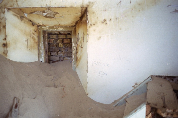 Внутри маяка Рубьерг Кнуд песок и пустота