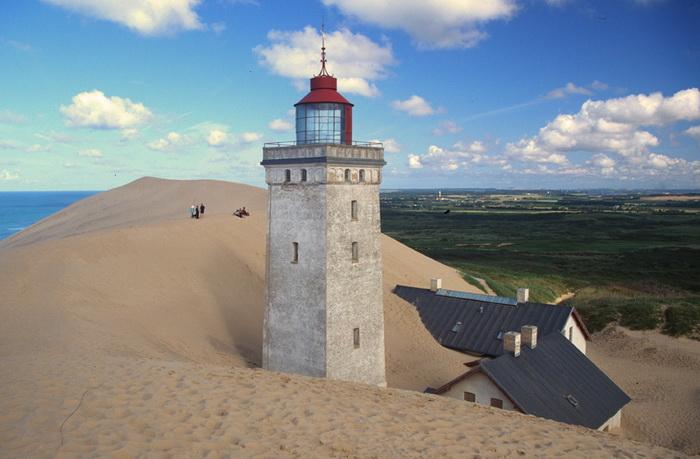 Маяк Рубьерг Кнуд в Дании постепенно уходит под землю