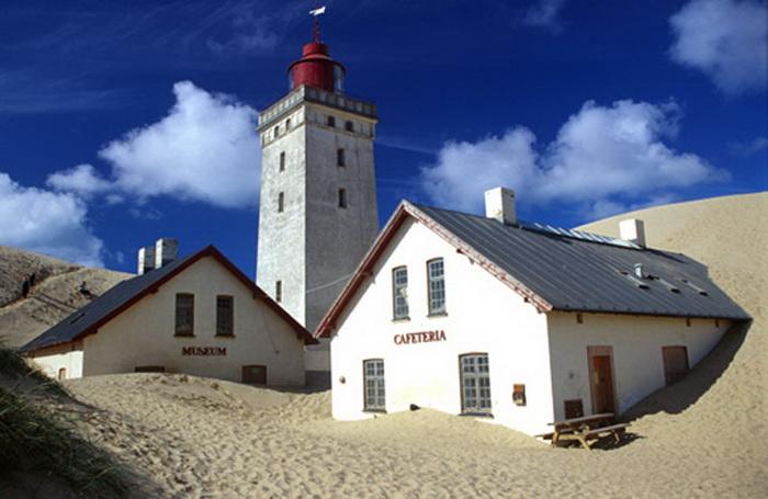 До 2002 года маяк Рубьерг Кнуд использовался как музей и кофейня
