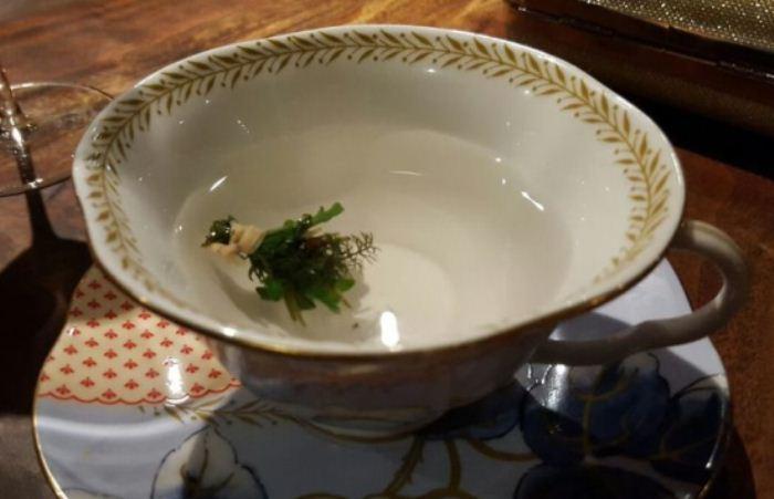 Чашка травяного чая.