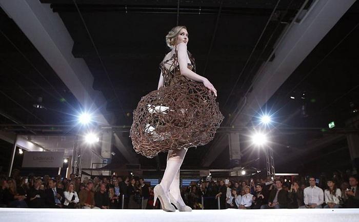 Шоколадный салон (Salon du Chocolat) в Швейцарии: платье из съедобного кружева