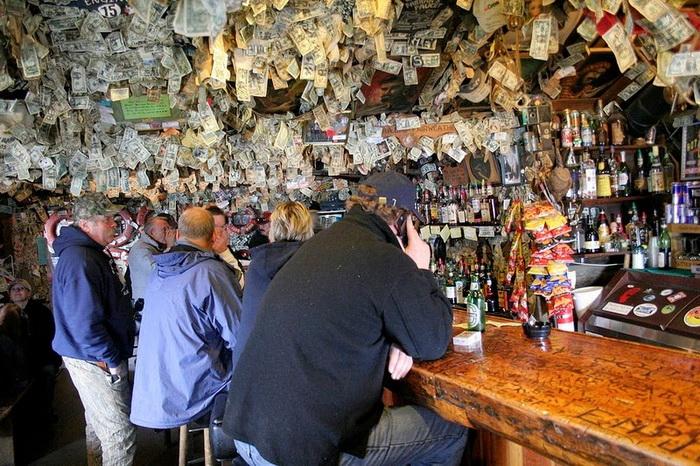 Salty Dawg Saloon: необычный бар на Аляске