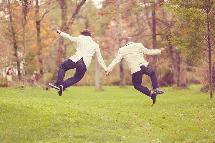 Прыгая от счастья